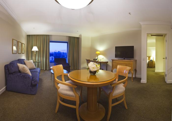 Stamford Plaza Sydney Airport Raffles Suite